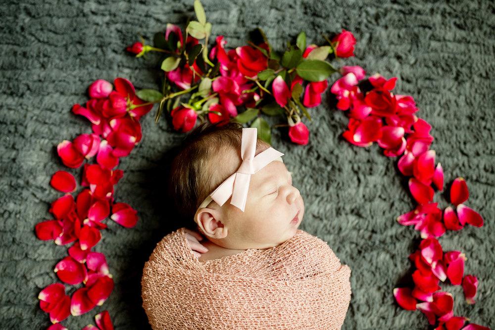 Seriously_Sabrina_Photography_Lexington_Paris_Kentucky_In_Home_Lifestyle_Newborn_AChaplin_11.jpg