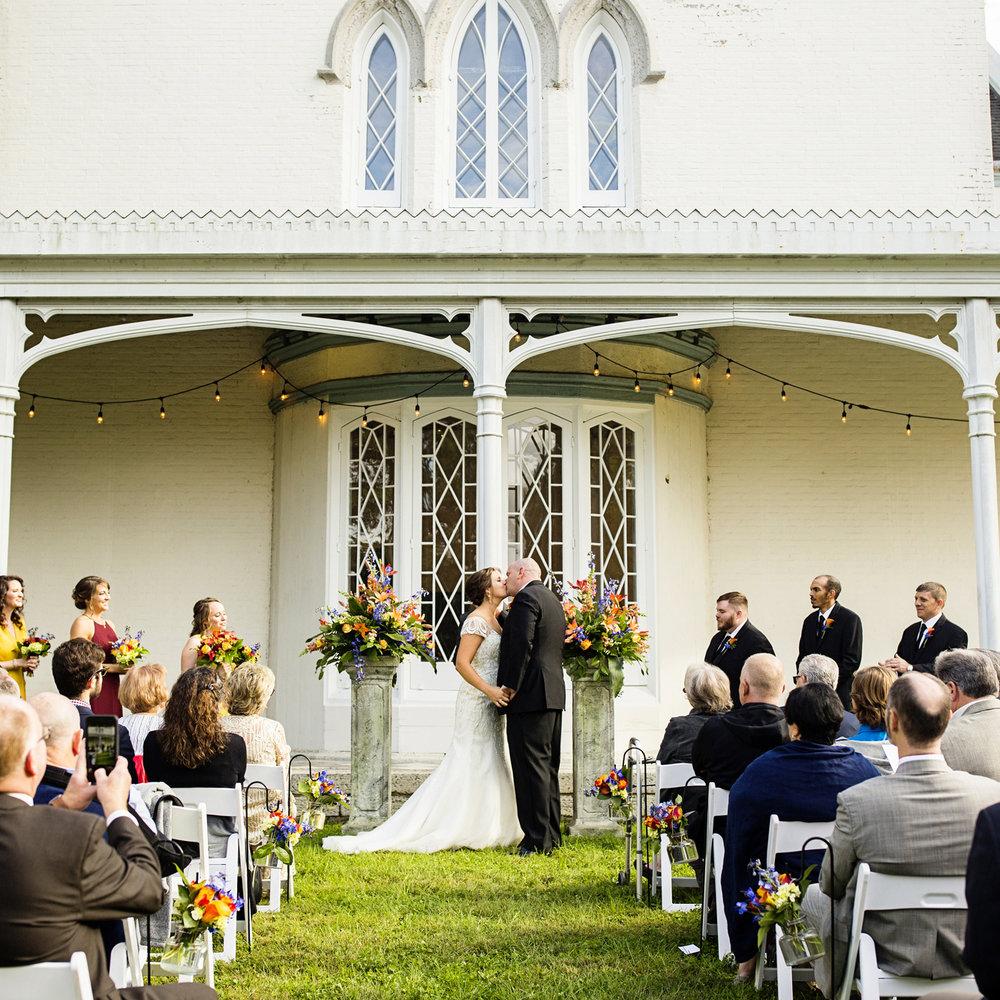 Seriously_Sabrina_Photography_Lexington_Kentucky_Loudon_House_Wedding_GrigoleitByard_77.jpg