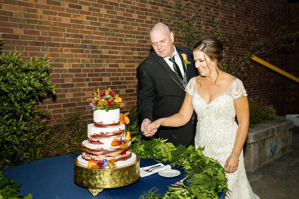 Seriously_Sabrina_Photography_Lexington_Kentucky_Loudon_House_Wedding_GrigoleitByard_127.jpg