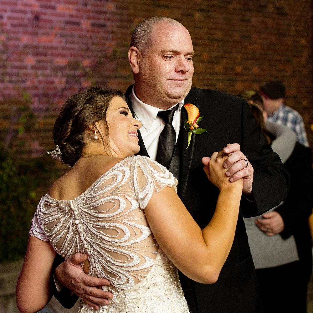 Seriously_Sabrina_Photography_Lexington_Kentucky_Loudon_House_Wedding_GrigoleitByard_161.jpg