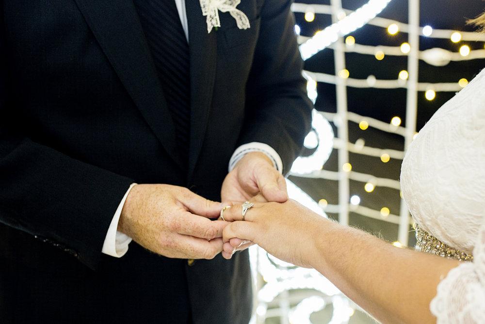 Seriously_Sabrina_Photography_Lexington_Kentucky_Horse_Park_Intimate_Wedding_Buchanan_9.jpg