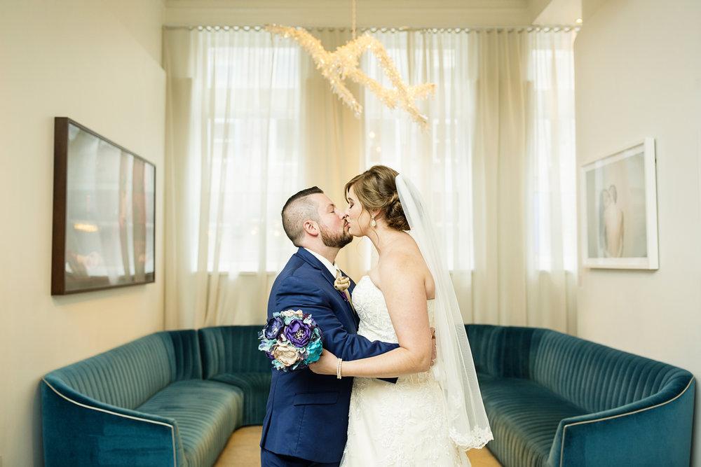 Seriously_Sabrina_Photography_Lexington_Kentucky_21c_Round_Barn_Red_Mile_Wedding_Gorley_1.jpg