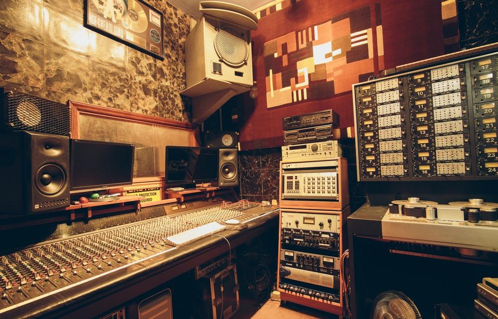 vocal-booth-pyramid-recording-fresno-ca