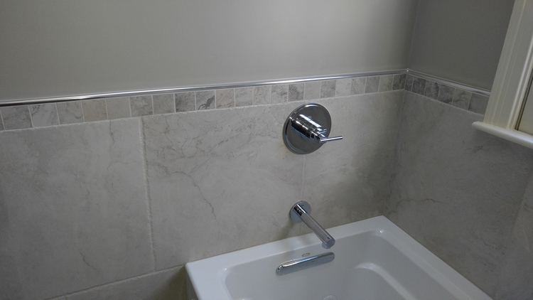 west b bathroom 5.JPG