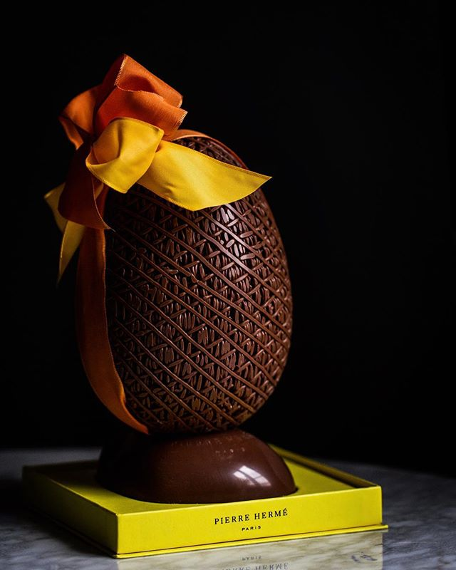 Sitting pretty with a bow on top! It's an intricate chocolate affair for Easter with @pierrehermeofficial, we hope yours is sweet ! #sliceofparis #paques #easterchocolate #pierreherme #easter