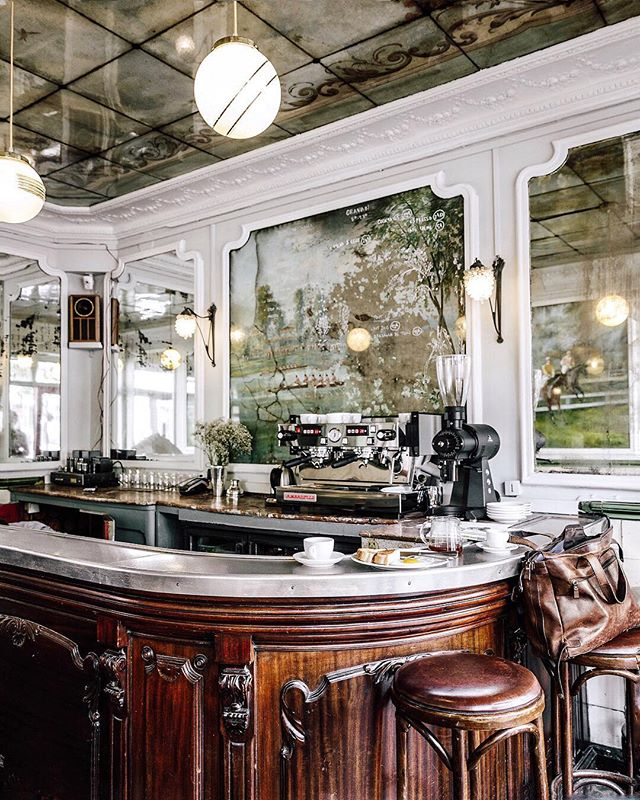 A brand new reason to visit the 16th arrondissement. Coffee, snacks, cocktails and the charm of a historic space made anew 💙 @cravanparis #sliceofparis #thenewparis #visitparis #iamatraveler #traveldeeper #pariscafe #restaurantparis #parisdesign