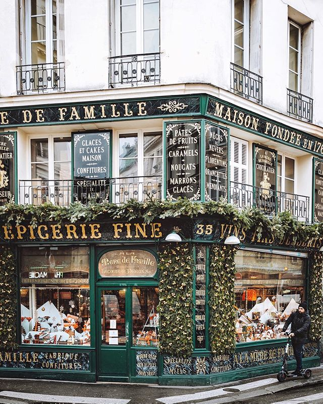 The season of sweet treats is upon us! We'll be bringing you some of our favorite bûches de Noël of the year this week, stay tuned! 🎄🍫 #sliceofparis . #thenewparis #winterinparis #storefrontcollective #alameredefamille #iamatraveler #prettycities #shopfront