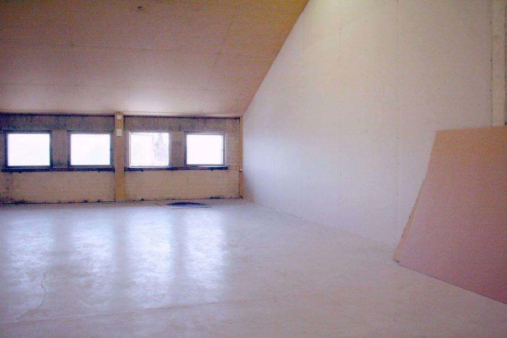 Vuokrattu: Tuotanto- tai varastotila 50 m² - Helsingin Suutarilassa (Valokaari 10) sijaitsevan valmistevaraston 3. kerroksesta vuokrattiin juuri mainio 50 m²:n kokoinen varastotila.