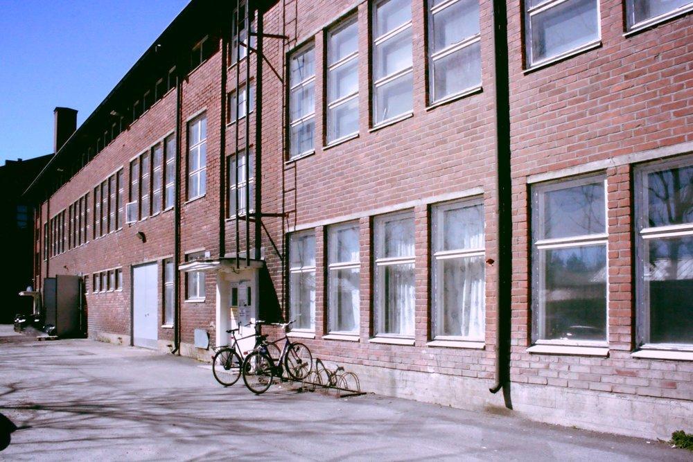 Vapautumassa tuotanto- tai varastotiloja 42-100 m² - Hyvä valikoima tiloja Suutarilassa, lue lisää ja ota yhteyttä.Tuotanto- tai varastotila 42 m²Tuotanto- tai varastotila n. 59 m²Tuotanto- tai varastotila 63 m²Tuotanto- tai varastotila 65 m²Tuotanto- tai varastotila n. 100 m²