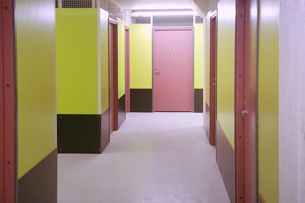 Ruukinkujan pienvarastouutisia - Espoon Kiviruukista (Ruukinkuja 4) vuokrattiin juuri 9 m²:n kokoinen pienvarasto. Seuraavat kaksi pienvarastoa (kooltaan myös 9 m²) ovat vapaana 1.4.2019 alkaen. Niistä voit soittaa Björn Lindgrenille p. 041 581 8560.