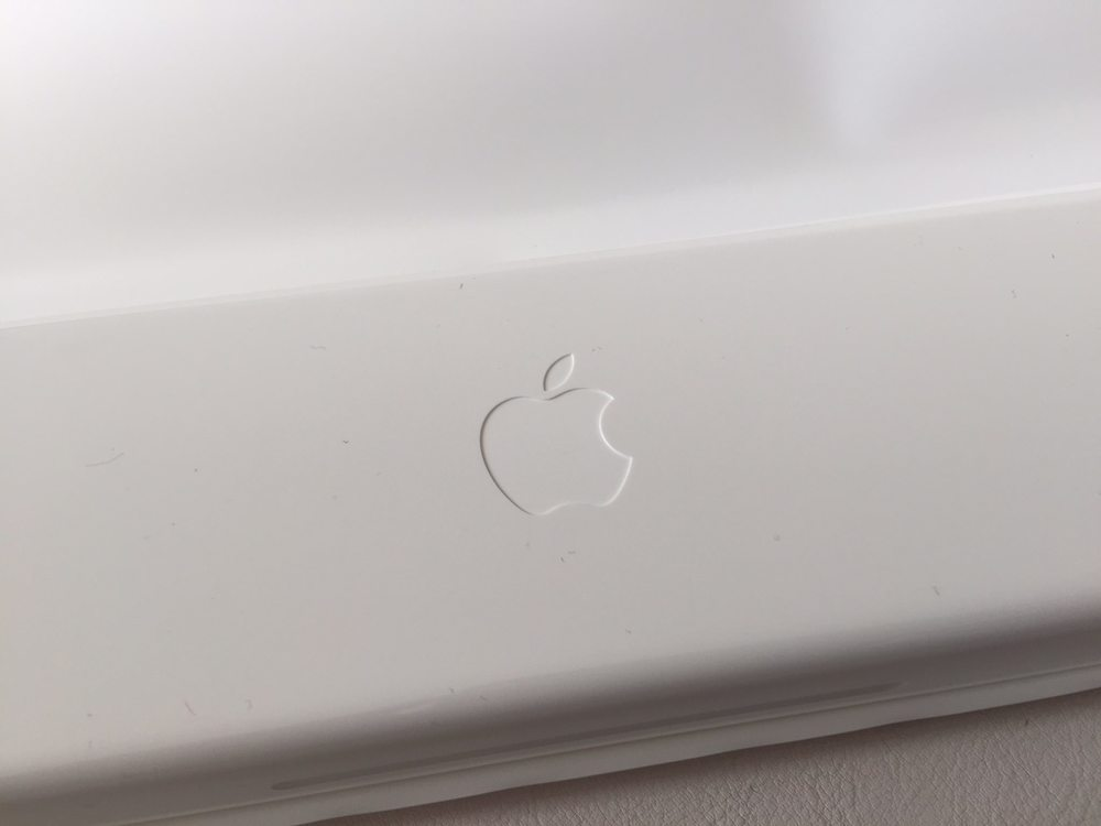 White-Apple-Sport-Watch-Unboxing-9.jpg