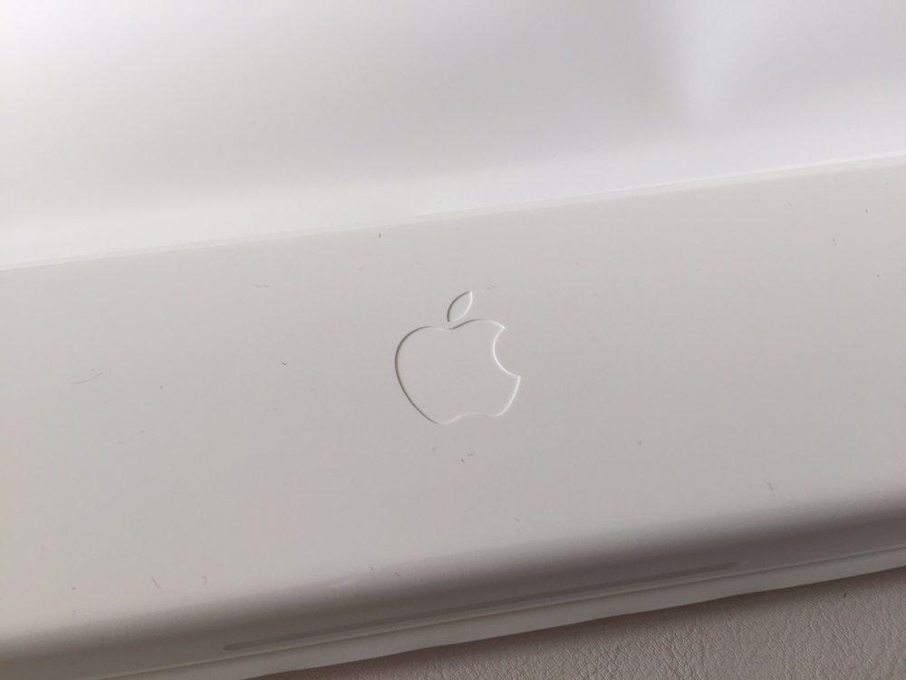 White-Apple-Sport-Watch-Unboxing-9.jpg