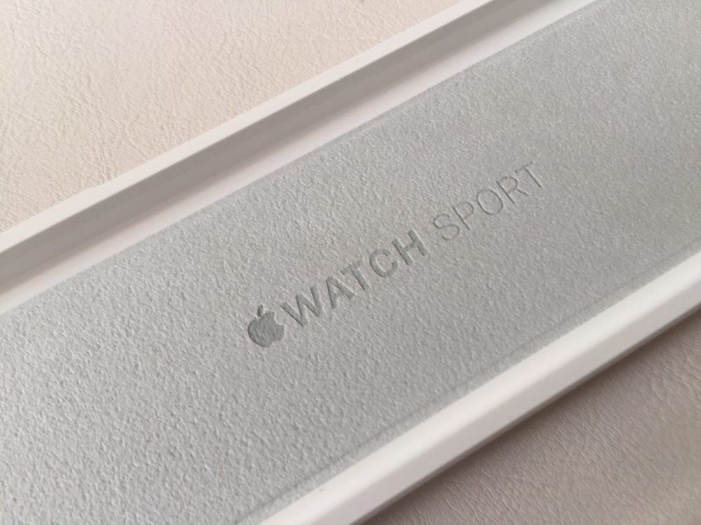 White-Apple-Sport-Watch-Unboxing-11.jpg