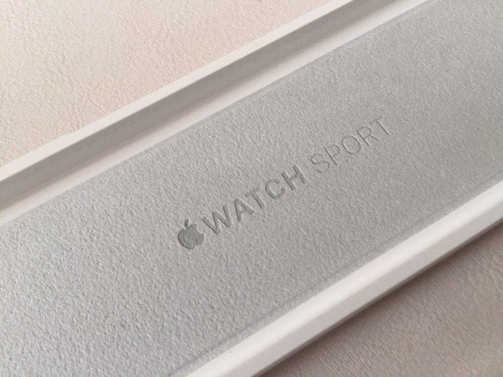 White-Apple-Sport-Watch-Unboxing-11.jpg