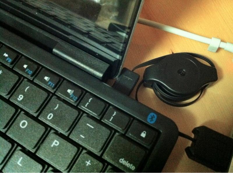 Xenta Wireless Bluetooth Keyboard and ipad Stand Combo USB Port