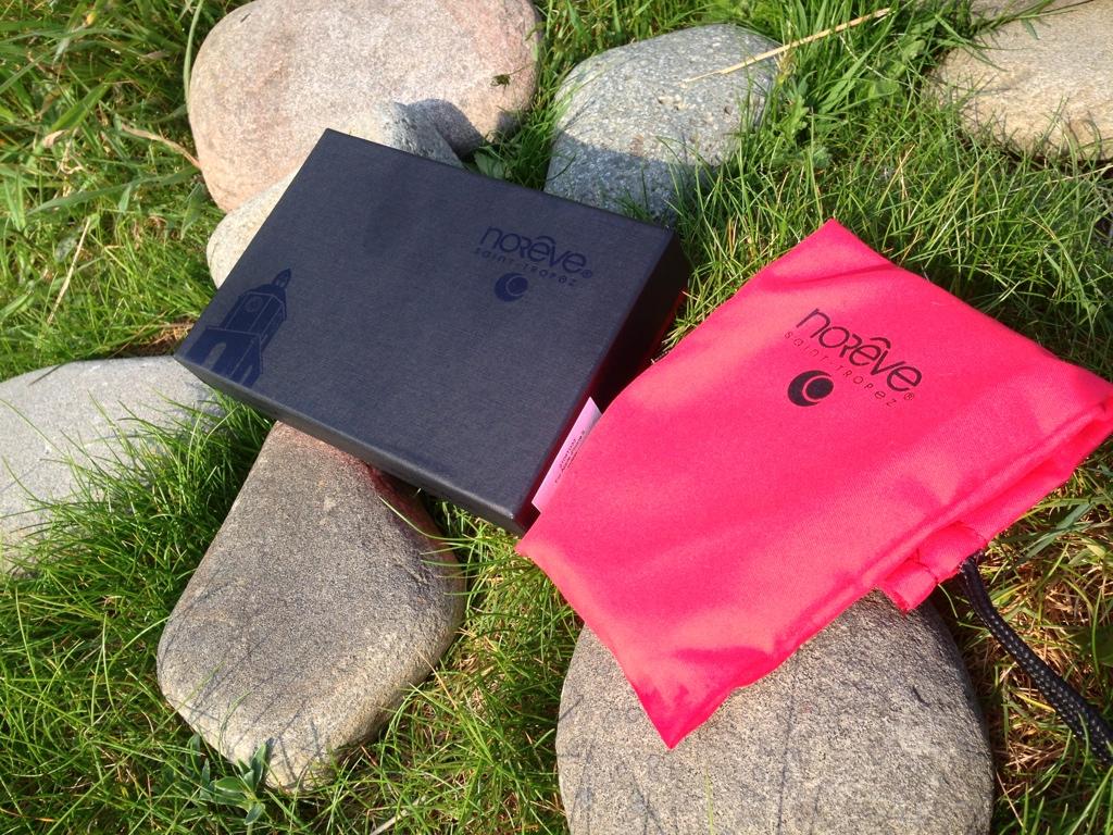 Noreve iPhone 5 Indigo Case : Inner Packing