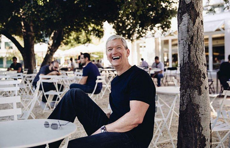 Tim-Cook-Charity-Lunch.jpg