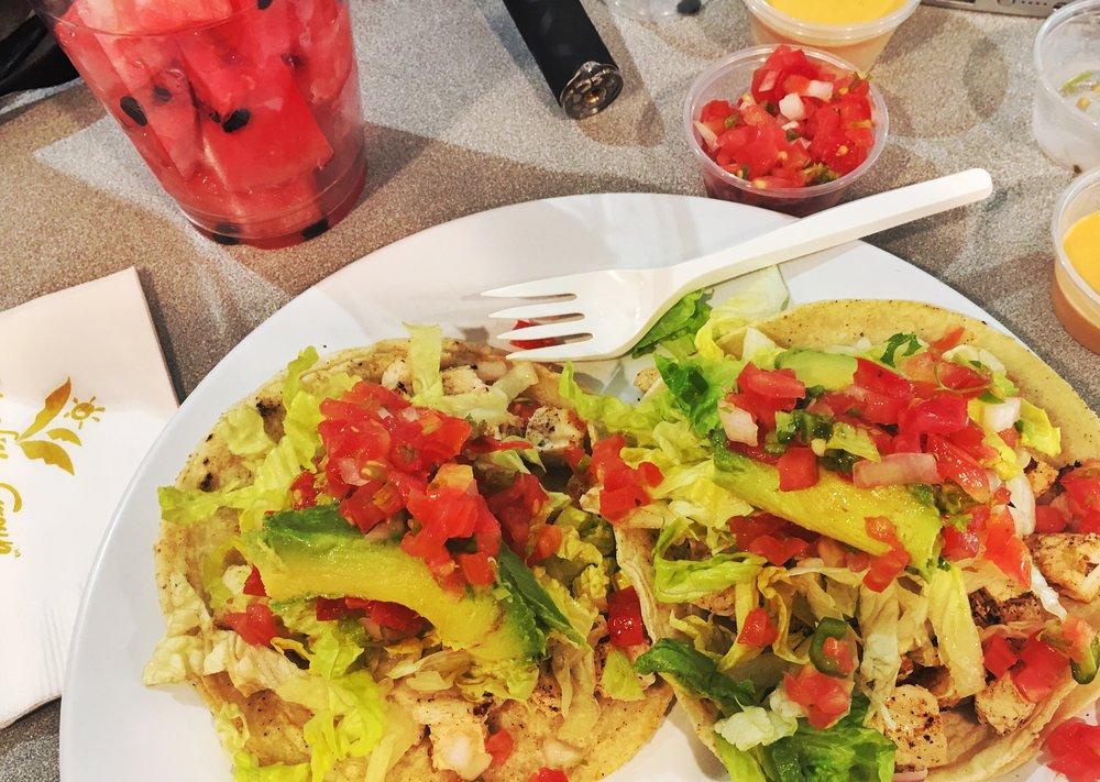 Muy bueno local tacos!!