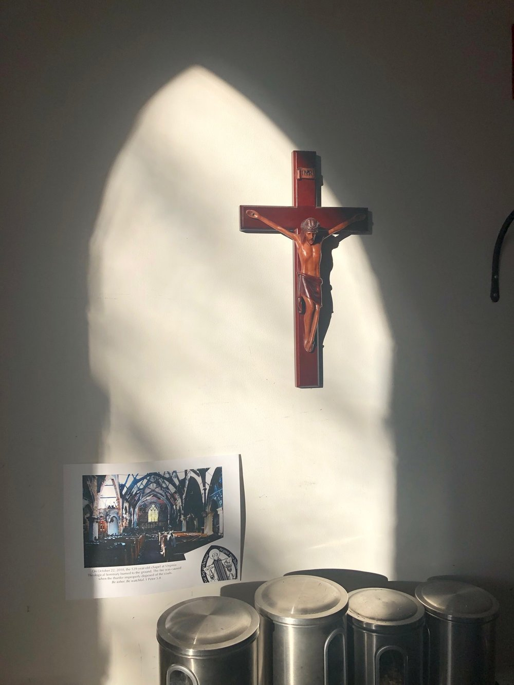 Light coming in the sacristy.