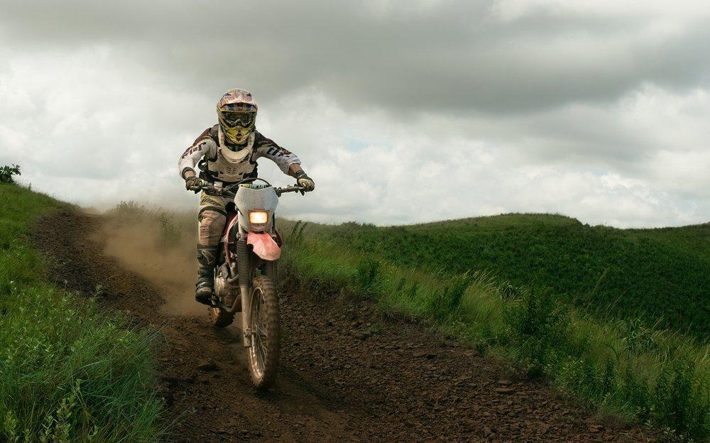 dirt-bike-1209713_1920.jpg