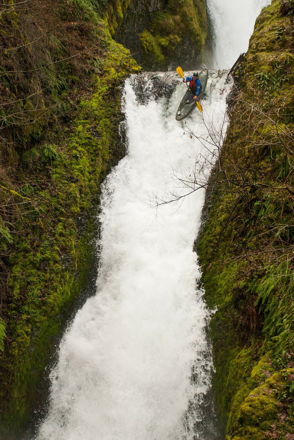 waterfall-300536_1920.jpg
