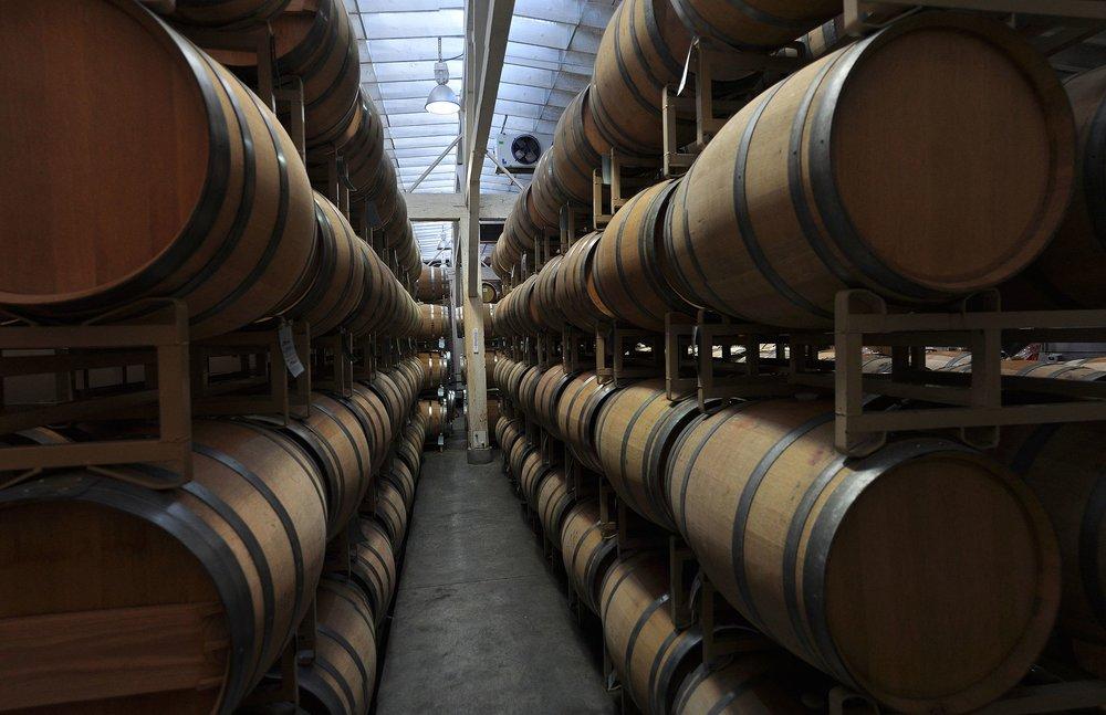 Walla_Walla,_WA_-_Seven_Hills_Winery_interior_pano_01.jpg