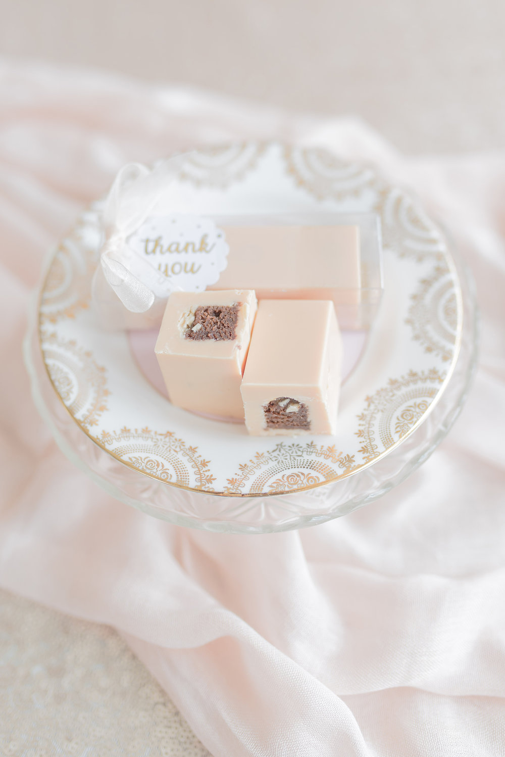York Wedding Favours | edible favours | chocolates | meringue kisses ...