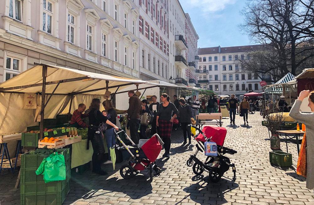 """Einkauf auf dem Wochenmarkt bei regionalen Händlern ist """"Luxus"""" für die SPD in Kreuzberg-Friedrichshain."""