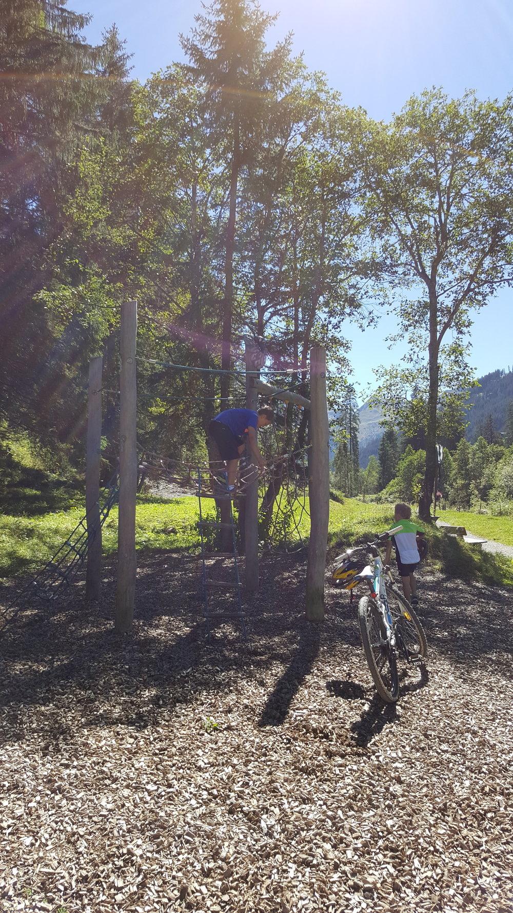 Radfahren und Spaß für die Kinder
