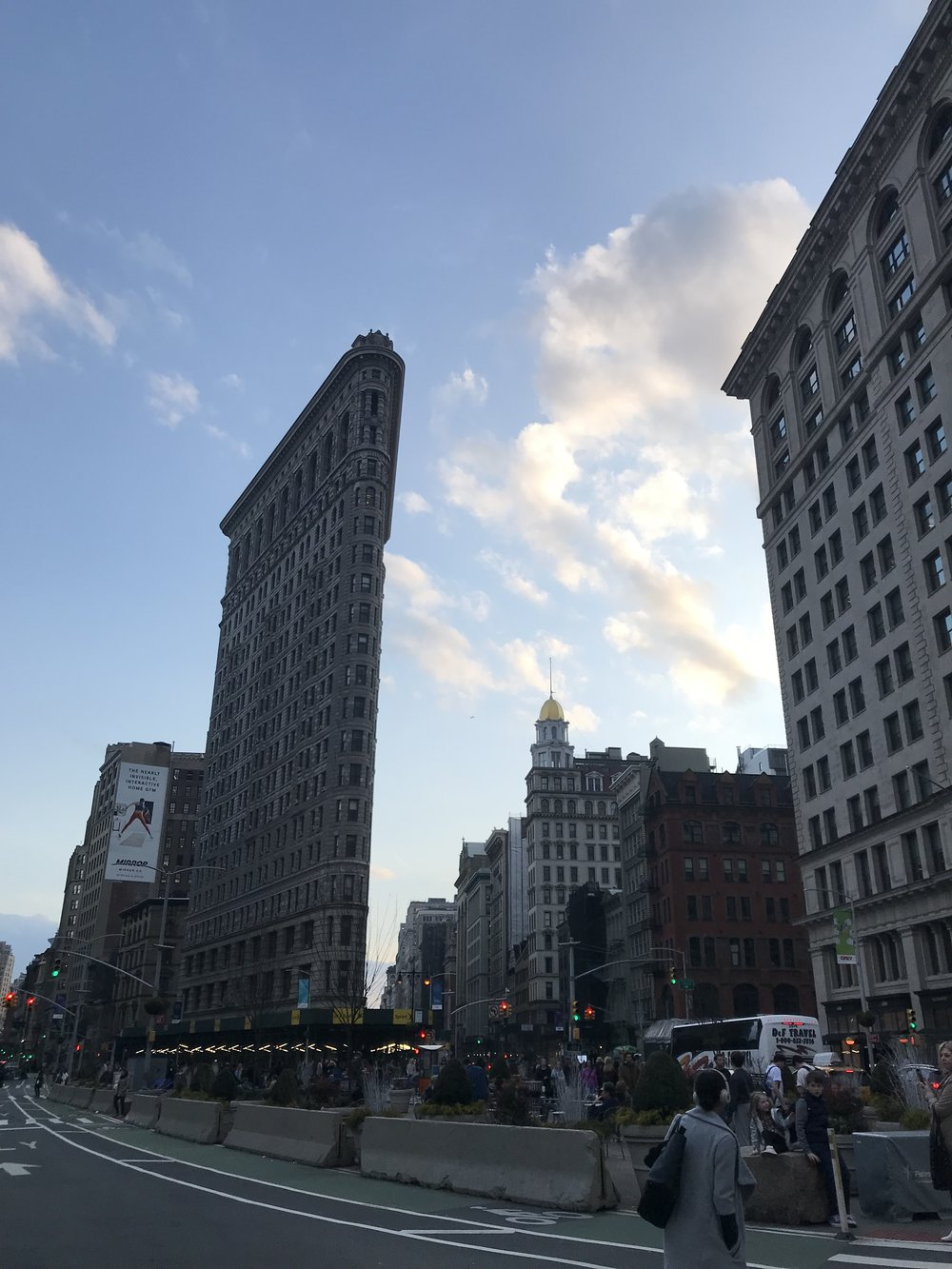 An image of the flatiron building in the evening.
