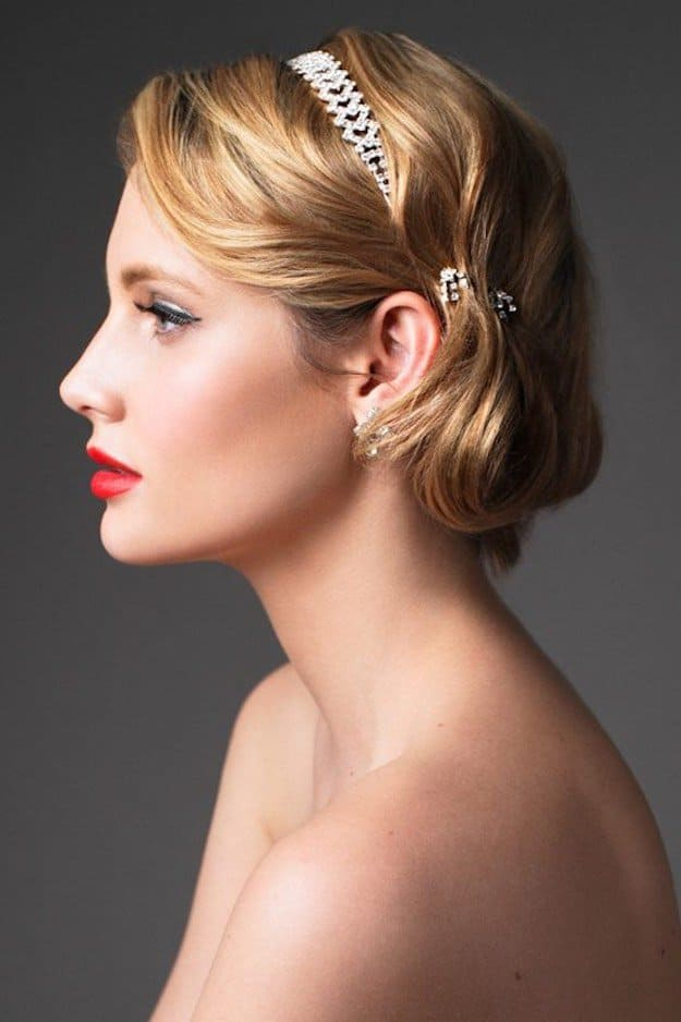 Modern Classic: A modern bridal makeup is something that brings a bit of old Hollywood glamor into your makeup. If you want to know how to do bridal makeup like this, it boils down to two things: a cat eye and a bright red lipstick that will make everyone go va-va-voom. Don't forget to swipe on a bit of highlighter on your cheekbones to finish the look!