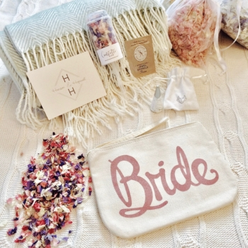 Hanson & Hopewell Engaged Bride to be gift box