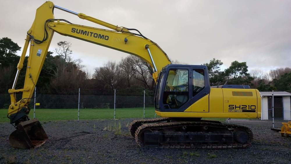 Sumitomo SH210-5 fitted with Wedgelock hydraulic hitch & tilt bucket