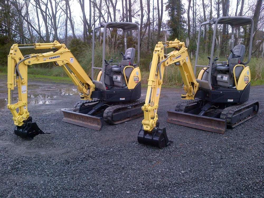 2 x Yanmar Vio20-3 fitted with hydraulic hitch & digging bucket