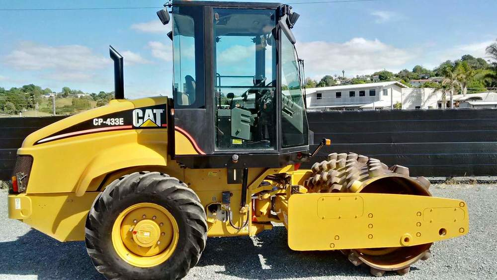CAT CP433E 7T padfoot roller