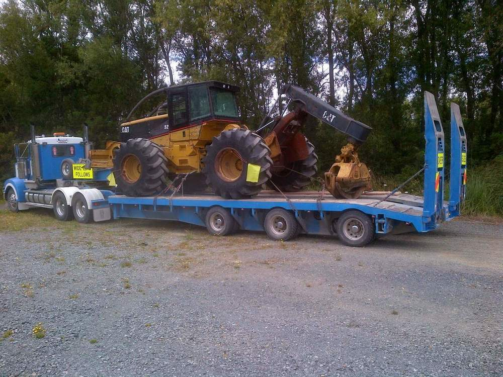 CAT 525B Skidder with grapple, blade & winch