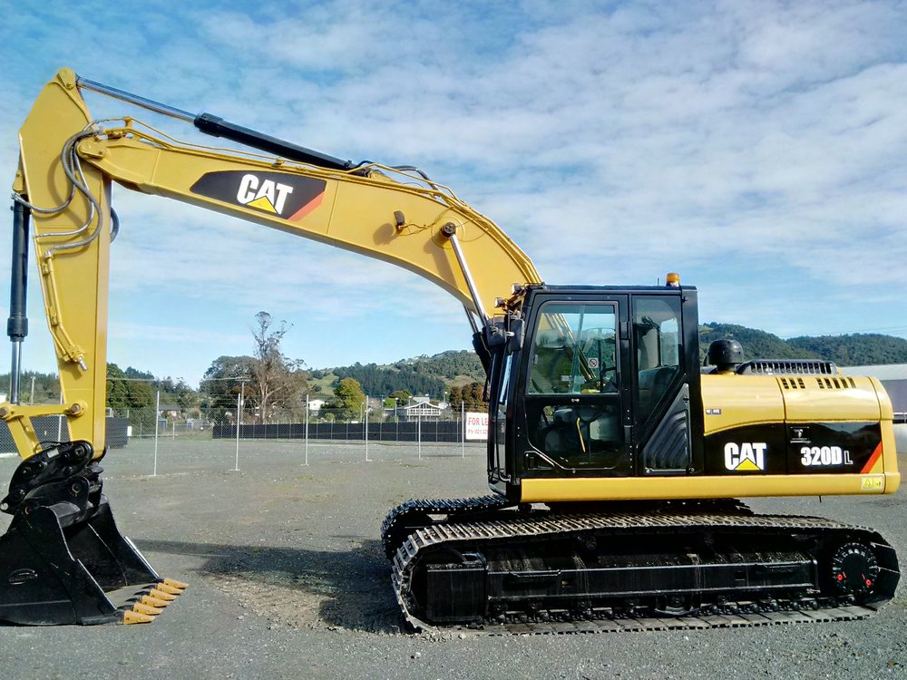 CAT 320DL fitted with hydraulic hitch & GP bucket