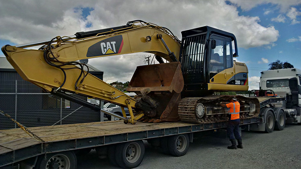 CAT 320DLRR fitted with ROPS frame - to Wanaka.jpg