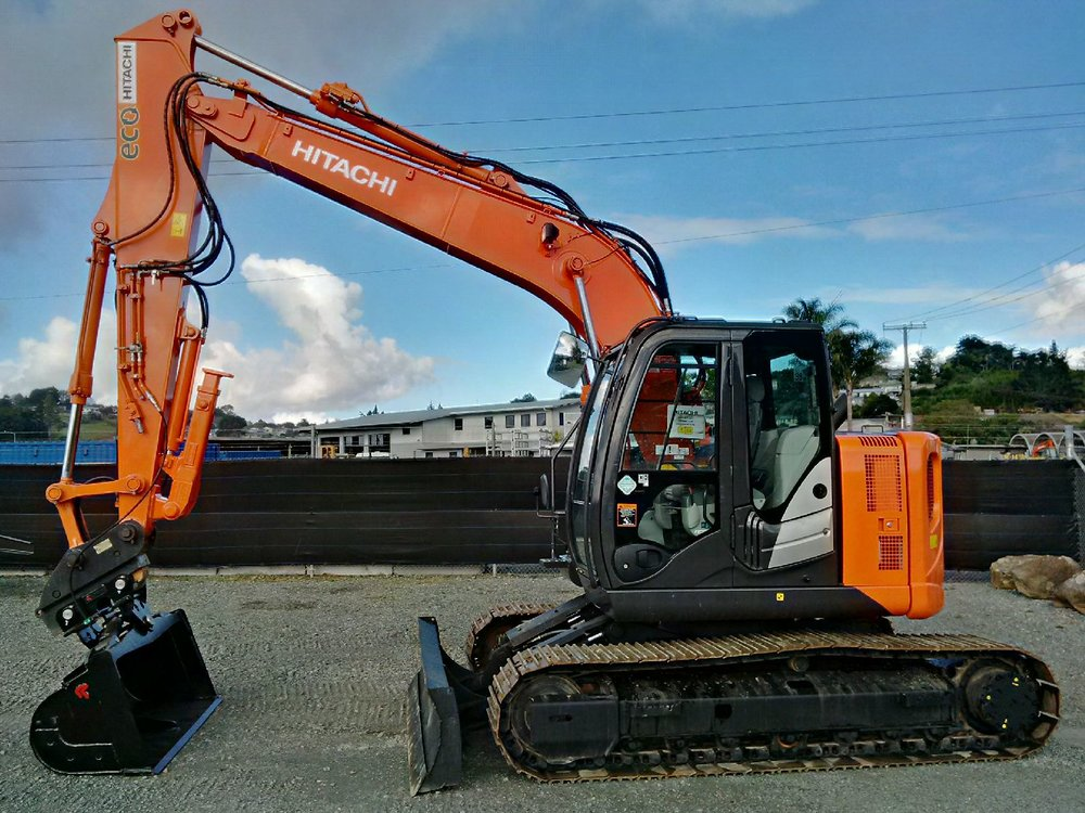 2014 Hitachi ZX135US-5B - fitted with Robur tilt bucket & Chubbs thumb