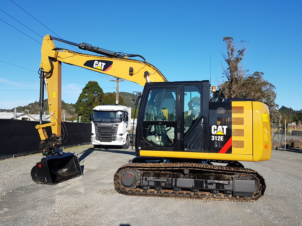 2012 CAT 312E fitted with hyd hitch & Robur tilt bucket