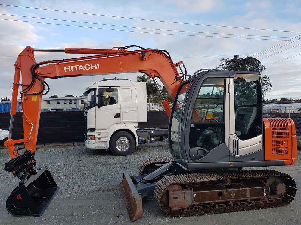 2012 Hitachi ZX70-3, fitted with Robur Hitch & Tilt Bucket