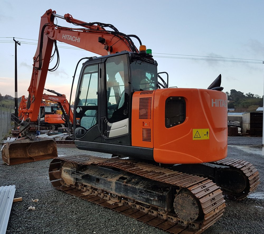 2013 Hitachi ZX135US-5B, fitted with Hill hitch & Robur Tilt Bucket