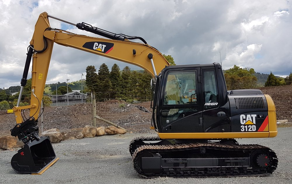2013 CAT 312D fitted with Robur hitch & tilt bucket - only 180 hours!