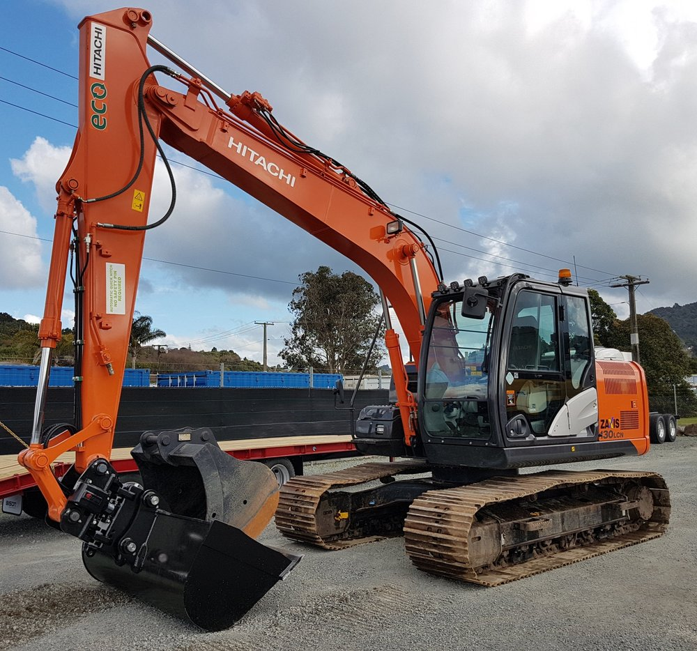2014 Hitachi ZX130LCN-5B, fitted with Robur Tilt Hitch & BS Wide Bucket - 2000 hours