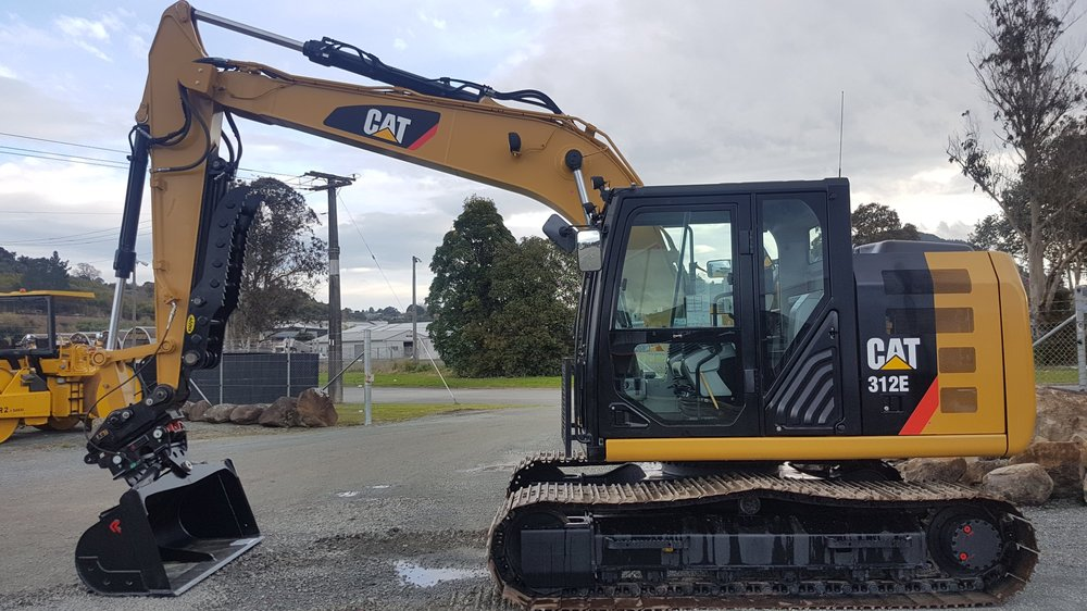 2014 CAT 312E - only 900 hours - fitted with Knapp Thumb, A2 Hitch & Robur Tilt Bucket