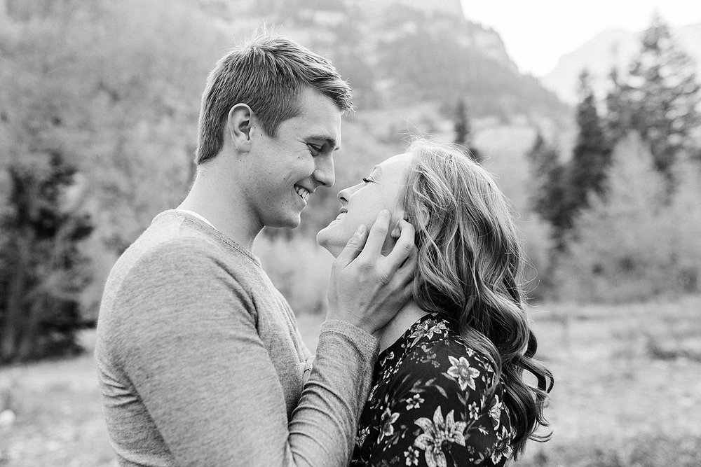 greenapplephotography_0023_utahengagement_mountains.jpg
