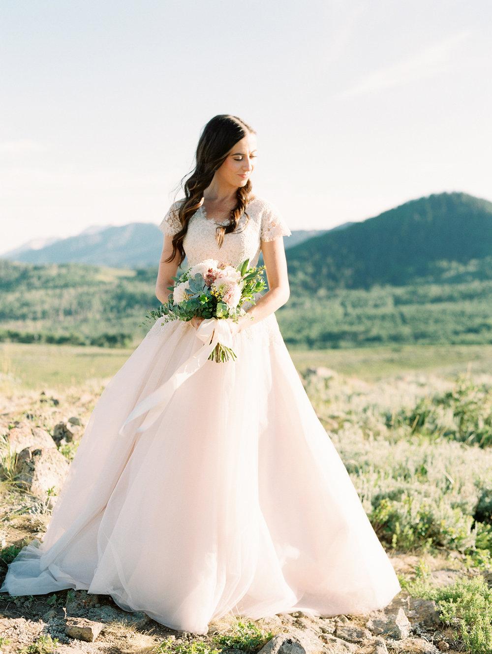 mountain-bridals_lindseystewartphotography_0037.jpg