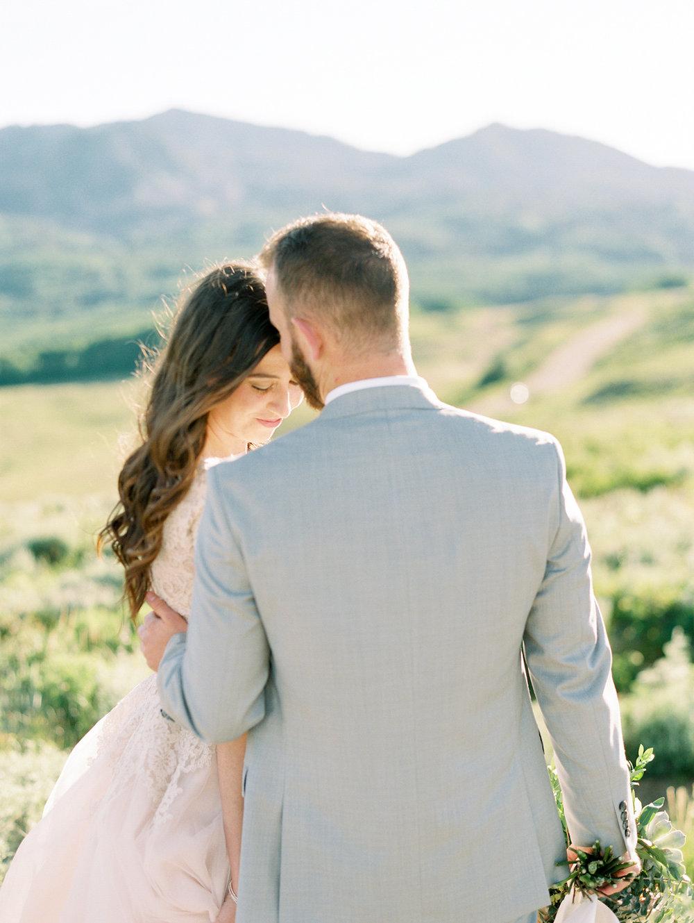 mountain-bridals_lindseystewartphotography_0050.jpg