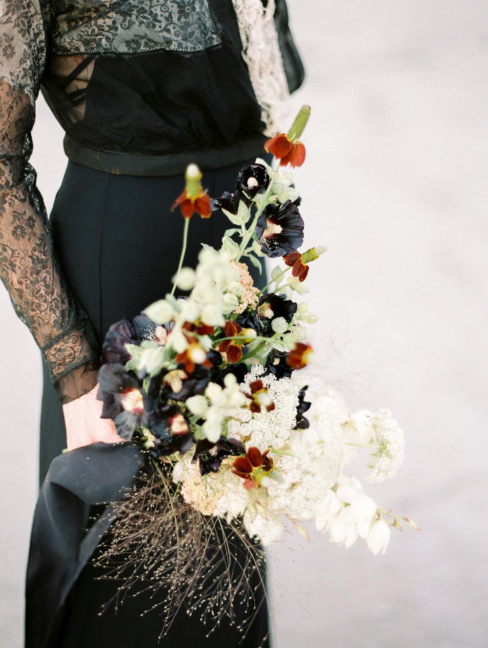 film-editorial-vintage-black-dress_0024.jpg