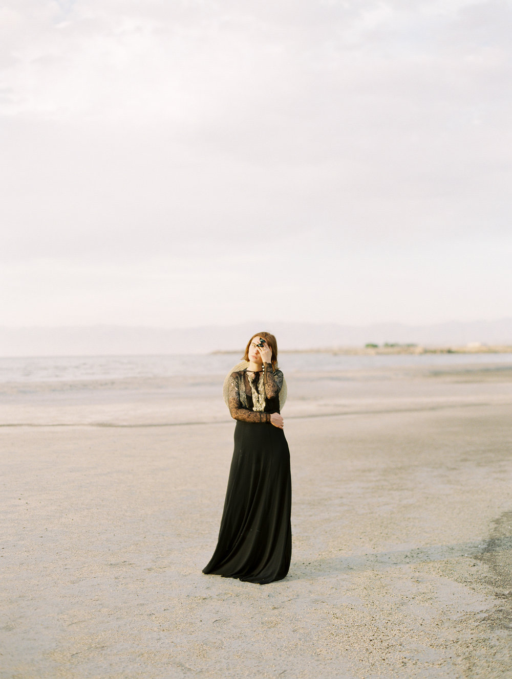 film-editorial-vintage-black-dress_0045.jpg